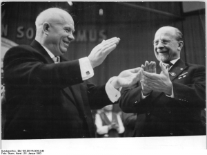 Photo: VI. SED-Parteitag, 2. Tag (c) Bundesarchiv Bild 183-B0116-0010-043 / Horst Sturm, CC BY-SA 3.0 DE