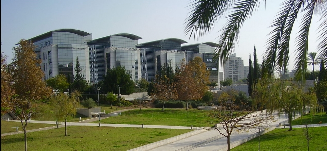 "Photo: Unity Park, Bar-Ilan University, Israel, by ד""ר אבישי טייכר, CC BY 2.5 (https://de.wikipedia.org/wiki/Datei:PikiWiki_Israel_15922_Unity_park_in_Bar-Ilan_University.JPG)"