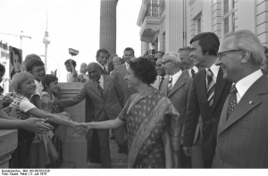 Photo: Besuch Indira Gandhi, Berlin 1976, by Peter Koard, Bundesarchiv Bild 183-R0703-026 , CC-BY-SA 3.0 (https://commons.wikimedia.org/wiki/File:Bundesarchiv_Bild_183-R0703-026,_Berlin,_Besuch_Indira_Gandhi,_Stoph,_Honecker.jpg)