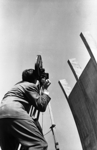 Photo: Tempelhof Airlift Memorial being dedicated, July, 10th 1951 (c) AlliiertenMuseum/Fotosammlung Provan