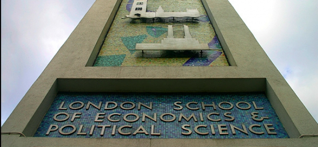 Photo: London School of Economics (LSE), St. Clemens Building, by Jan Adriaenssens, CC-BY-SA-2.5 (https://commons.wikimedia.org/wiki/File:LSE-mosa.jpg)
